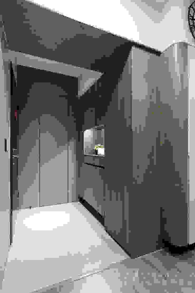 CHEN House‧擁樂 現代風玄關、走廊與階梯 根據 元作空間設計 現代風