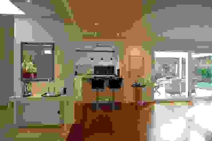 schüller.innenarchitektur Kitchen units Wood White