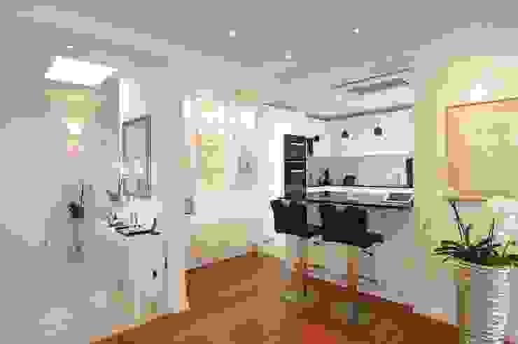 schüller.innenarchitektur Built-in kitchens Wood White