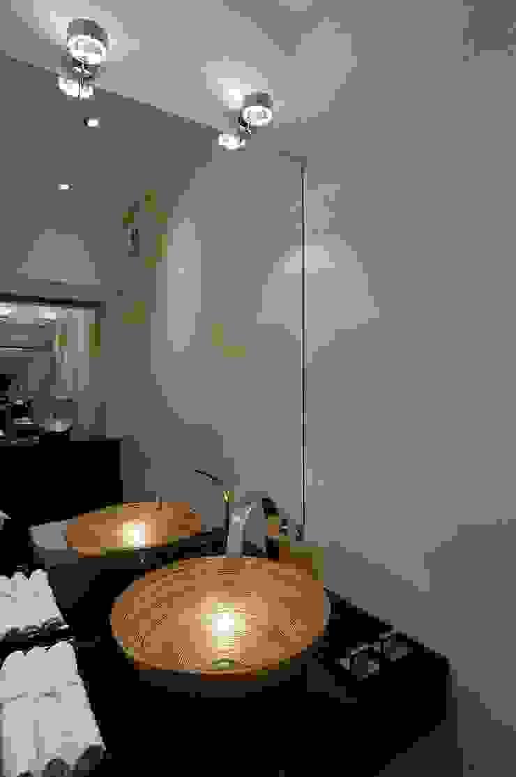schüller.innenarchitektur Classic style bathroom Glass Amber/Gold