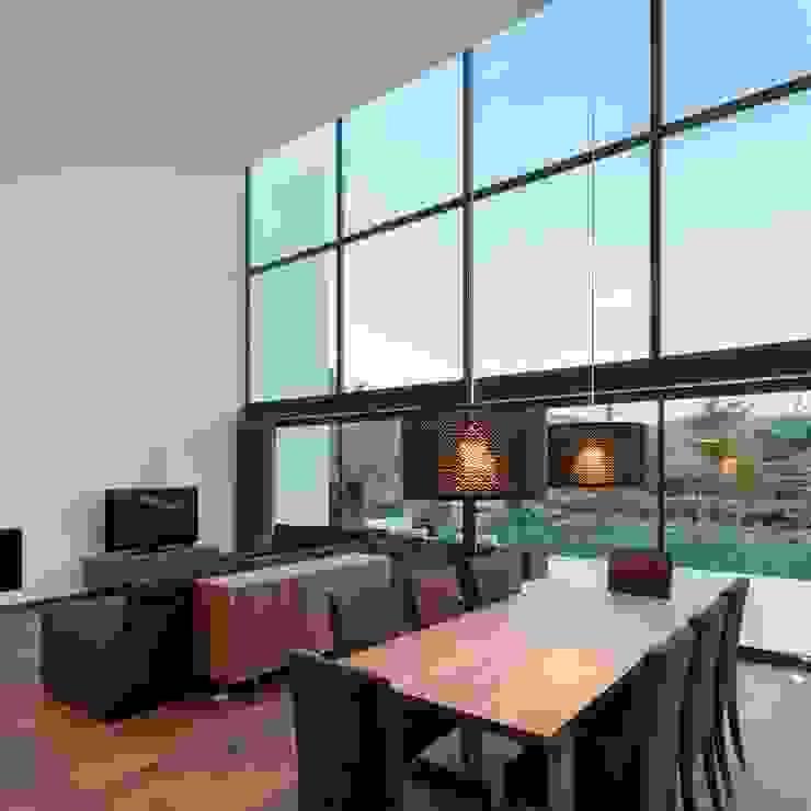 Gafarim House Ruang Keluarga Modern Oleh Tiago do Vale Arquitectos Modern Parket Multicolored