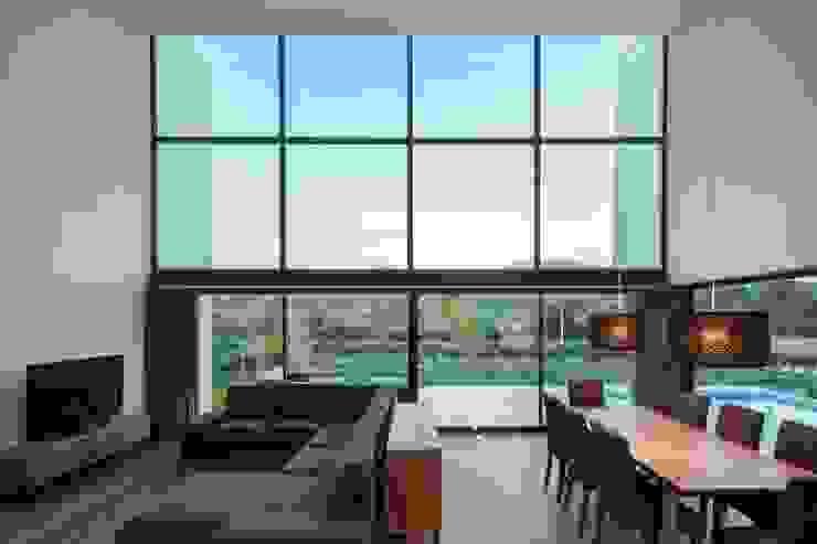 Gafarim House Ruang Keluarga Modern Oleh Tiago do Vale Arquitectos Modern Kaca