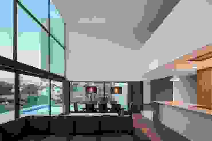 Gafarim House Dapur Modern Oleh Tiago do Vale Arquitectos Modern Kayu Wood effect