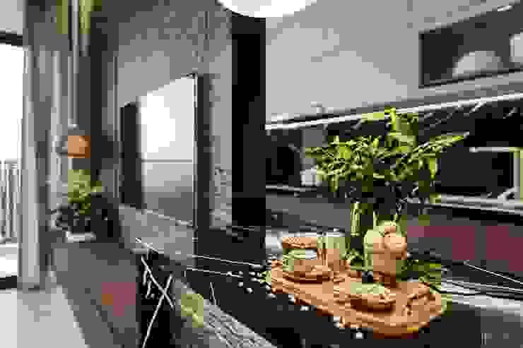 Thiết kế nội thất căn hộ Sunrise Cityview – Phong cách hiện đại sang trọng Nhà bếp phong cách hiện đại bởi ICON INTERIOR Hiện đại