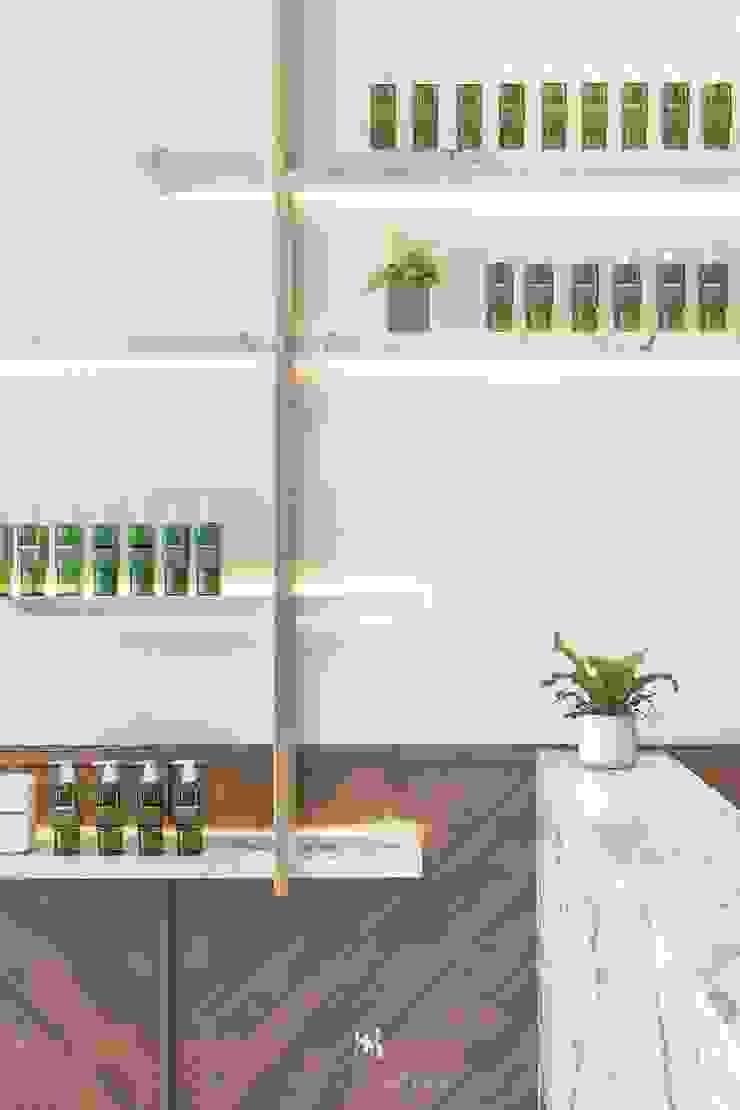養食|Living-a-better-life Organic Grocery 理絲室內設計有限公司 Ris Interior Design Co., Ltd. 牆面 塑木複合材料 Metallic/Silver