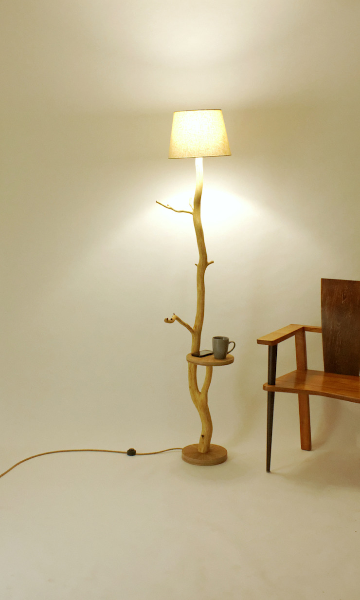 Floor lamp, flowerbed, coffee table, wood lamp, wild oak, branch lamp, shelf, lamp of weathered old Oak branch, living room lamp Meble Autorskie Jurkowski リビングルーム照明 木 白色