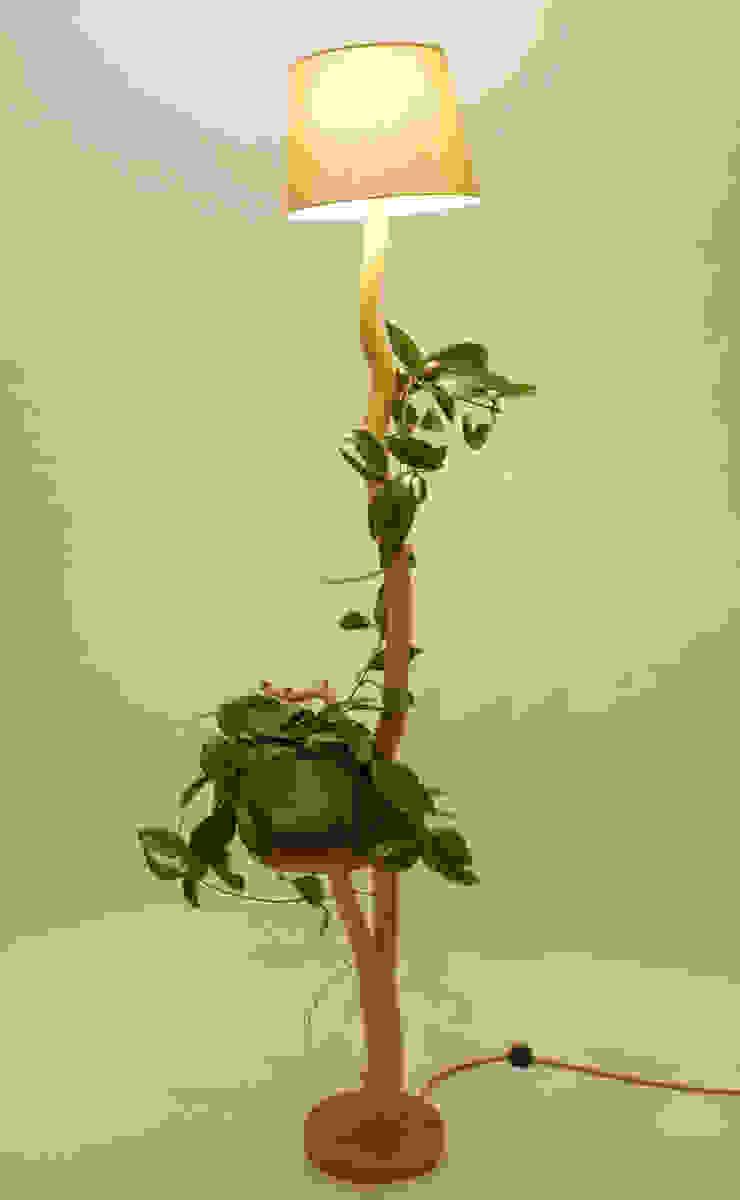 Floor lamp, flowerbed, coffee table, wood lamp, wild oak, branch lamp, shelf, lamp of weathered old Oak branch, living room lamp Meble Autorskie Jurkowski ダイニングルーム照明 木 ベージュ