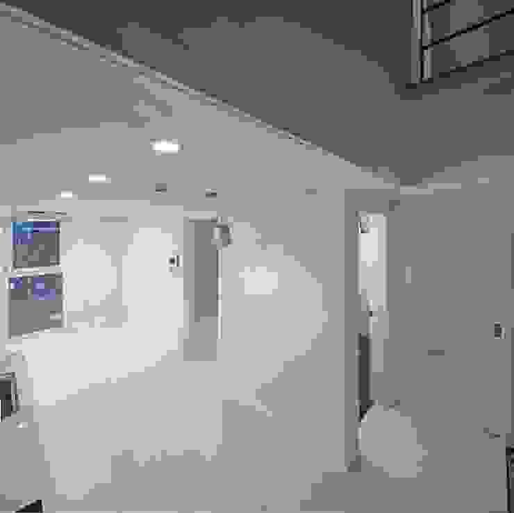 Centinnial _ 상가주택 모던스타일 거실 by 건축사사무소 이가소 / igaso architects & planners 모던