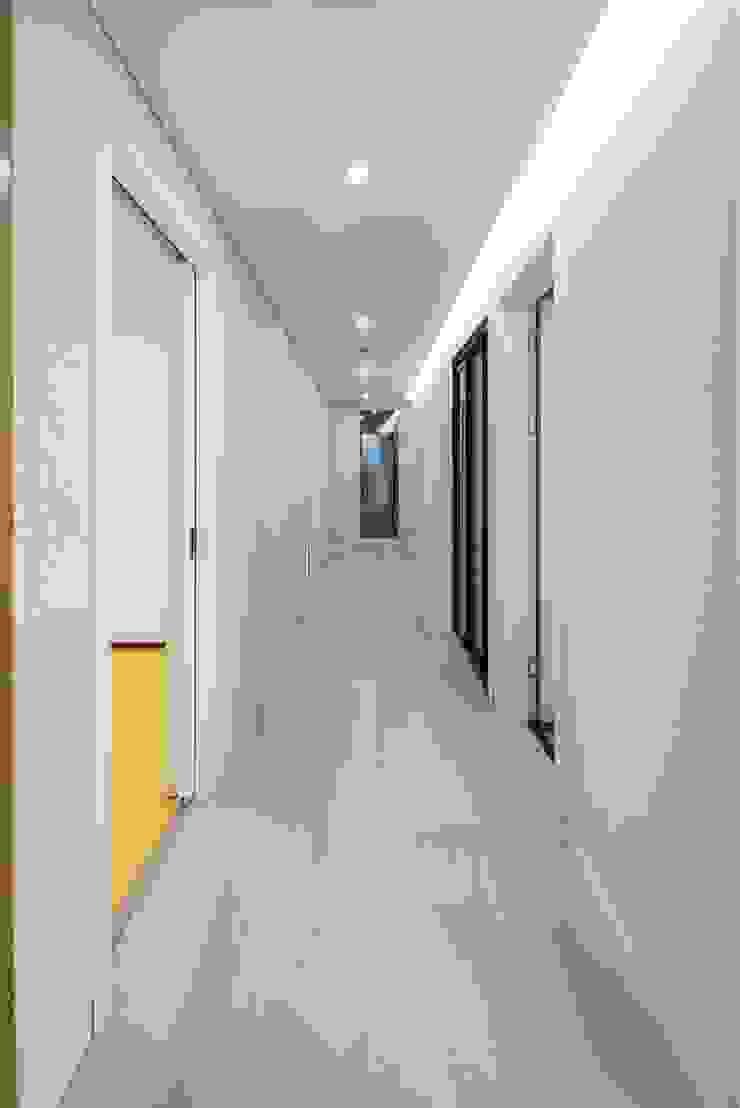 Centinnial _ 상가주택 모던스타일 복도, 현관 & 계단 by 건축사사무소 이가소 / igaso architects & planners 모던