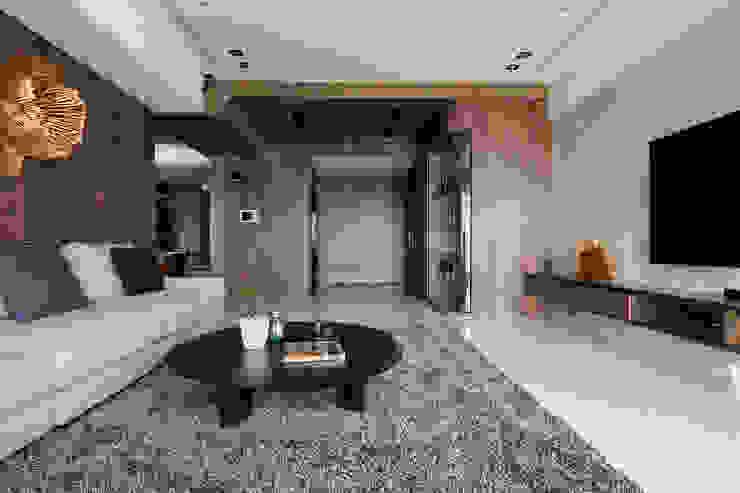 質 ‧ 域 现代客厅設計點子、靈感 & 圖片 根據 築川設計 現代風