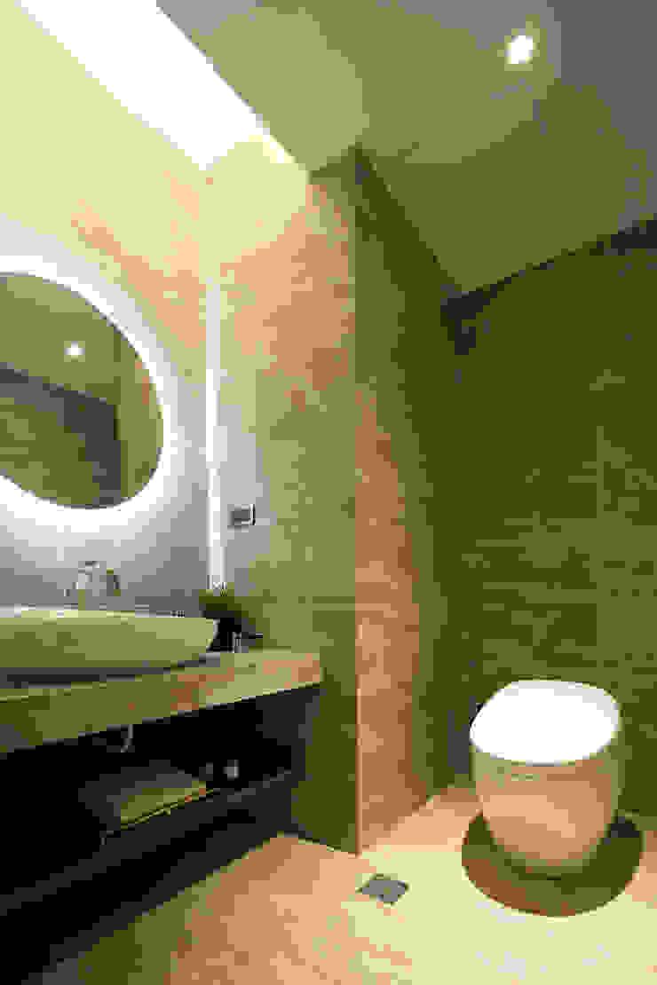 質 ‧ 域 現代浴室設計點子、靈感&圖片 根據 築川設計 現代風