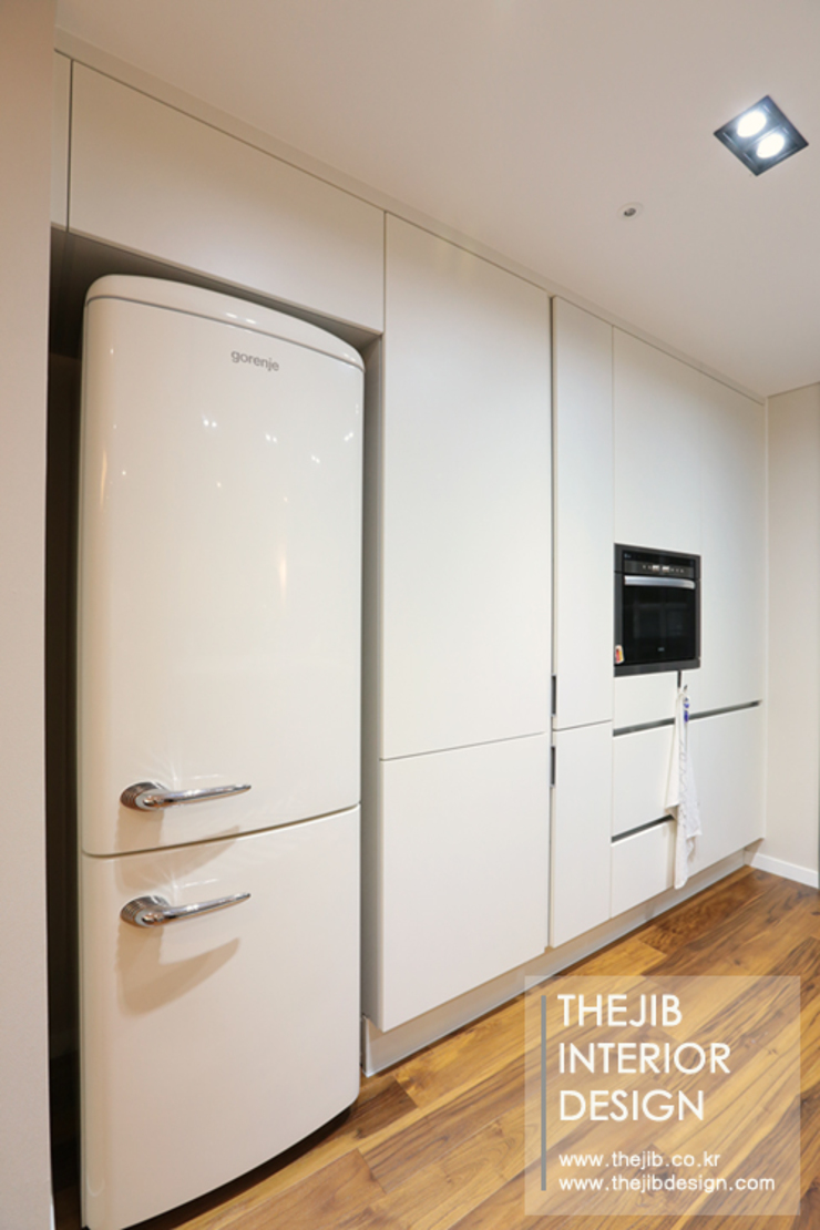 Modern kitchen by 더집디자인 (THEJIB DESIGN) Modern