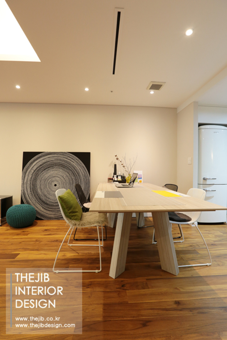 Modern Dining Room by 더집디자인 (THEJIB DESIGN) Modern