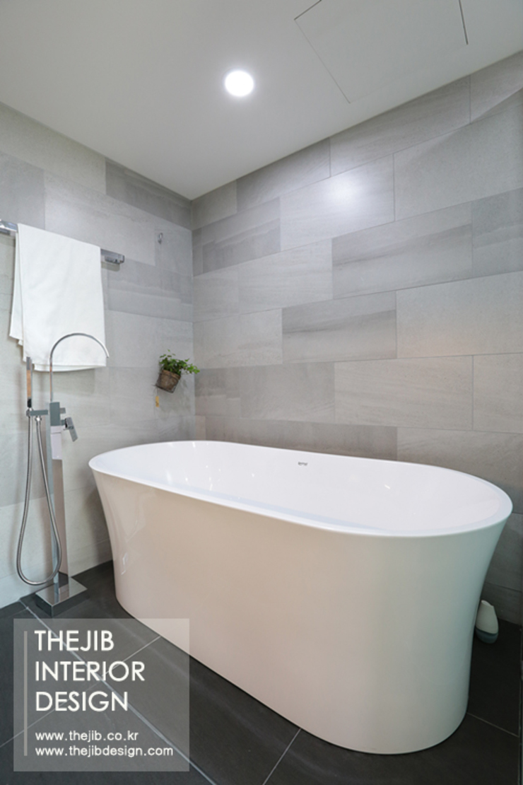 Modern bathroom by 더집디자인 (THEJIB DESIGN) Modern
