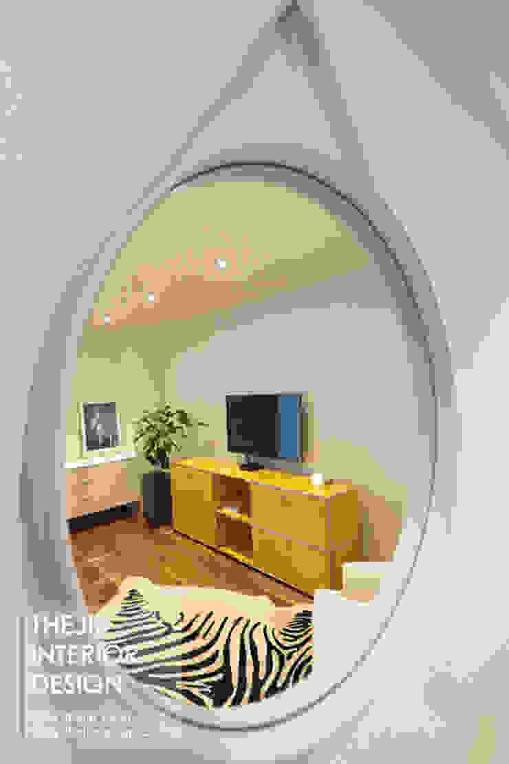 Modern style bedroom by 더집디자인 (THEJIB DESIGN) Modern