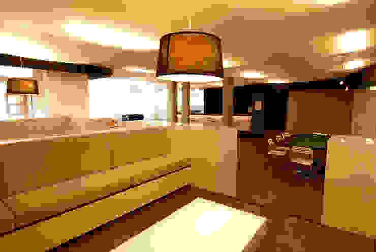 Erhöhter Sitzbereich:  Wohnzimmer von WSM ARCHITEKTEN,