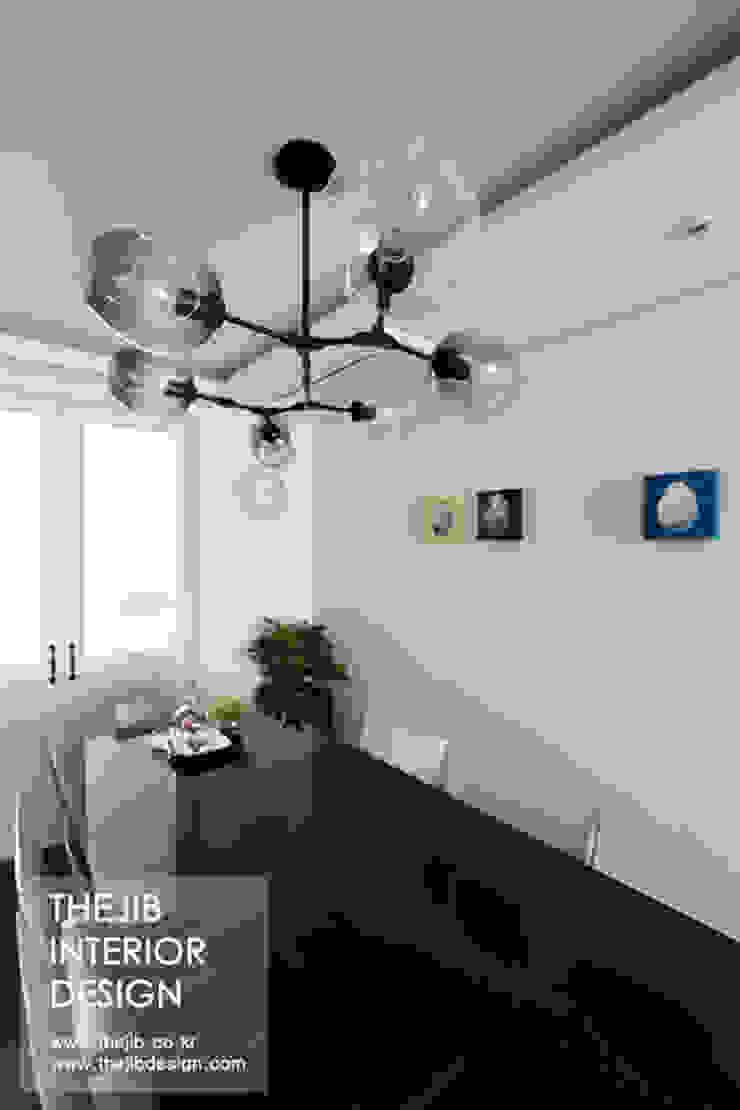 분당구 정자동 삼성 아데나루체 49평 아파트 인테리어 모던스타일 다이닝 룸 by 더집디자인 (THEJIB DESIGN) 모던