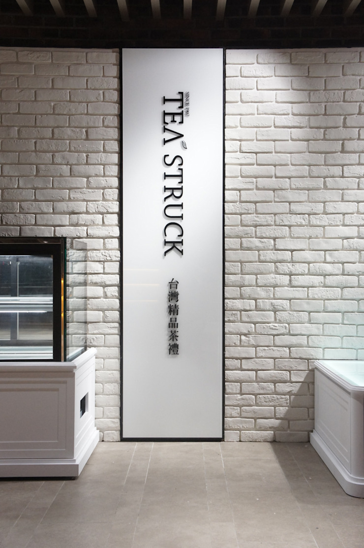 Dinding & Lantai Modern Oleh SECONDstudio Modern