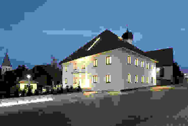 Gemeindebibliothek, Gemeindearchiv und Trauungssaal im alten Pfarrhaus in Pöcking Moderne Häuser von WSM ARCHITEKTEN Modern