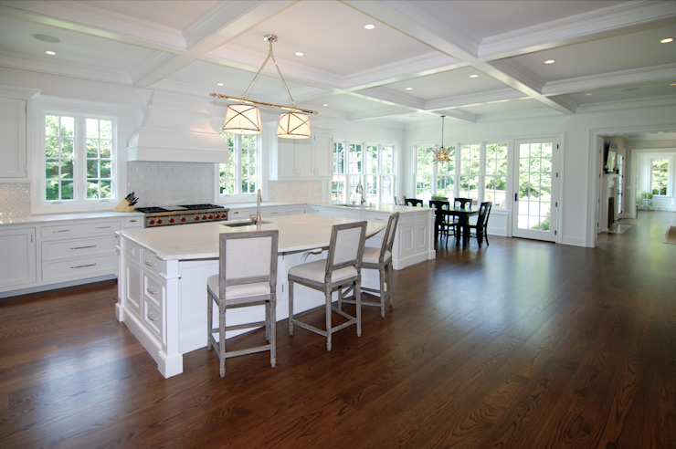 Custom Colonial Home, Westport CT by DeMotte Architects Colonial style kitchen by DeMotte Architects, P.C. Colonial
