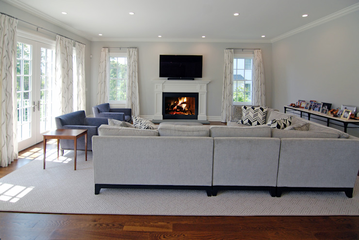 Custom Colonial Home, Scarsdale, NY by DeMotte Architects Colonial style living room by DeMotte Architects, P.C. Colonial