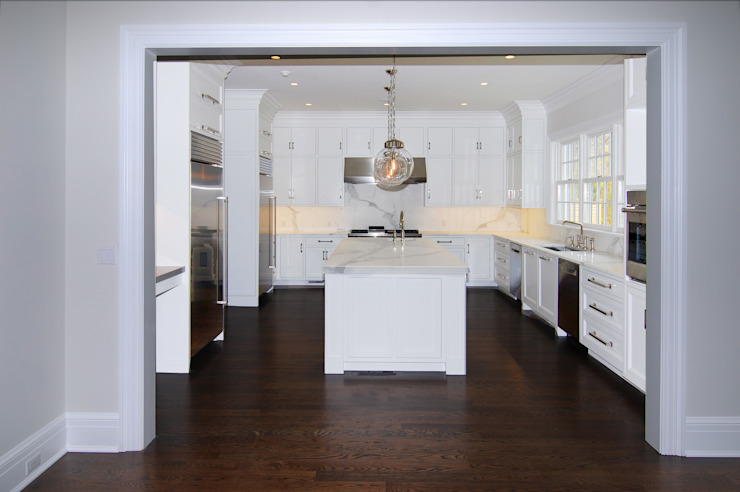 Colonial Spec House, Greenwich, CT by DeMotte Architects Colonial style kitchen by DeMotte Architects, P.C. Colonial