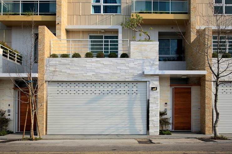 Rumah Modern Oleh 大桓設計顧問有限公司 Modern Marmer