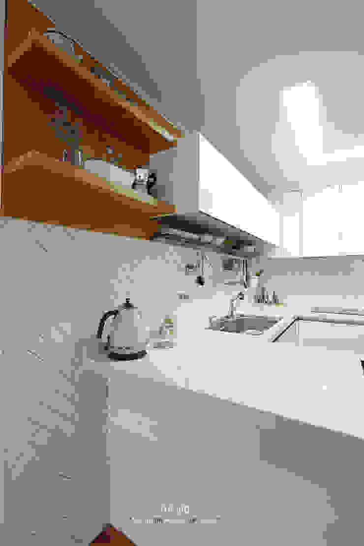 송파구 장지동 파인타운 33평 아파트 인테리어 스칸디나비아 주방 by 더집디자인 (THEJIB DESIGN) 북유럽