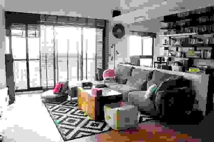 Eclectic style living room by 緋木設計有限公司 dark red design Eclectic