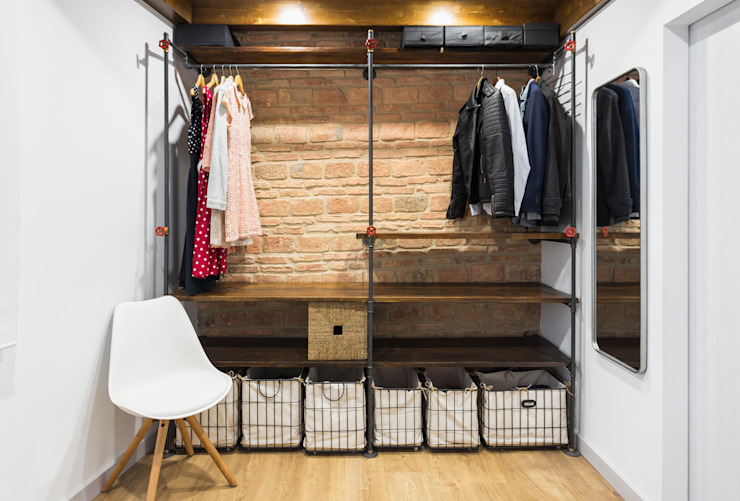 Rustic style dressing room by Arela Arquitectura Rustic