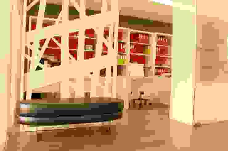 Recepção com cantinho de espera Edifícios comerciais modernos por PROJETARQ Moderno