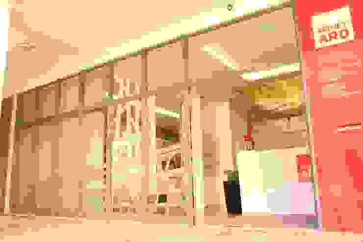 Entrada da Projetarq Edifícios comerciais modernos por PROJETARQ Moderno