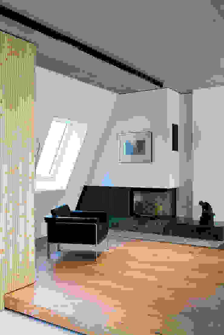 by Bachmann Badie Architekten Minimalist Wood Wood effect