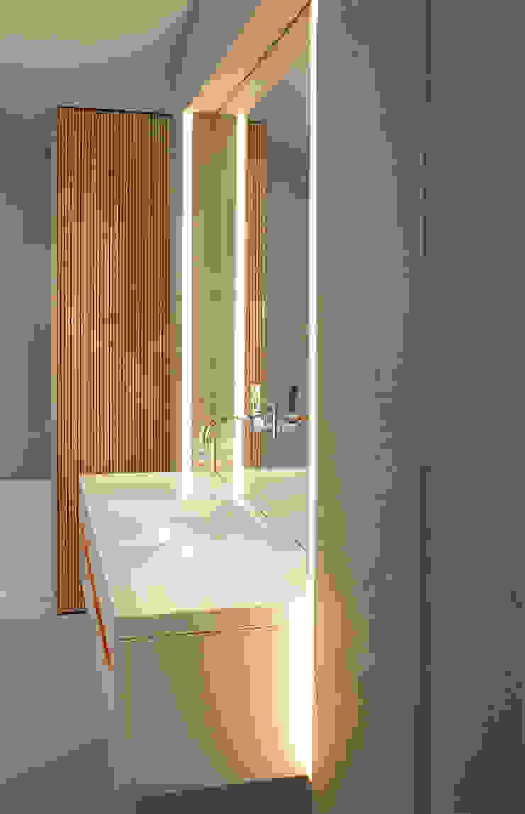 Minimalist style bathroom by Bachmann Badie Architekten Minimalist