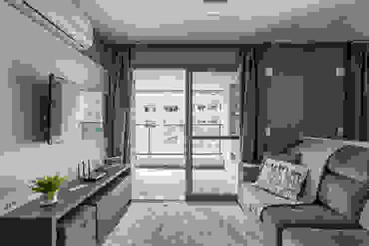Apartamento por Samantha Sato Designer de Interiores Moderno Têxtil Ambar/dourado