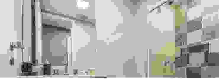 Apartamento por Samantha Sato Designer de Interiores Moderno Azulejo
