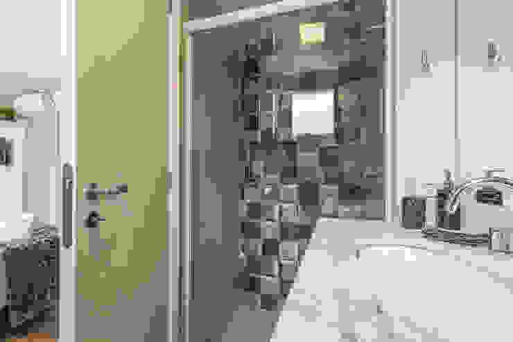 Apartamento por Samantha Sato Designer de Interiores Minimalista Azulejo