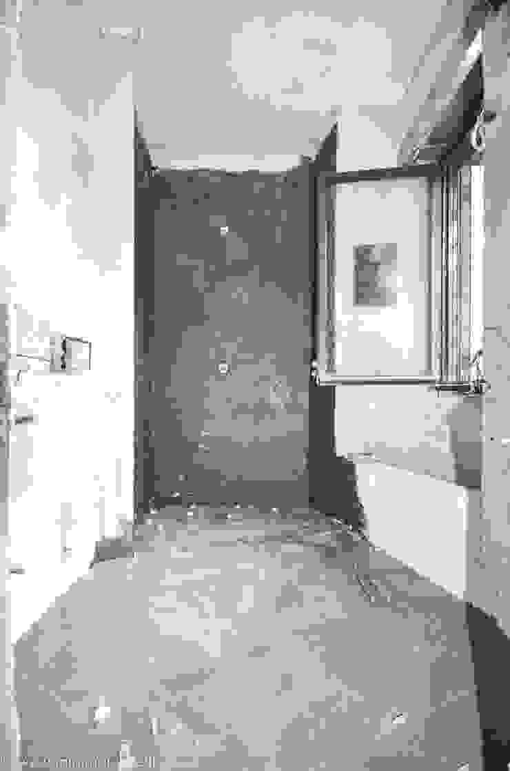 Minimalistische badkamers van MINIMArchitetti Minimalistisch