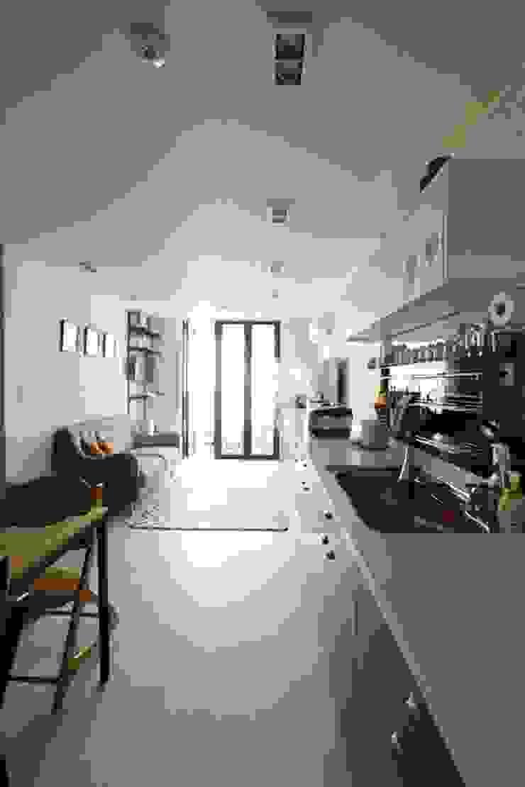 공간구성 알차게 꾸민 작은집인테리어_월계동 삼호아파트 모던스타일 거실 by 더집디자인 (THEJIB DESIGN) 모던