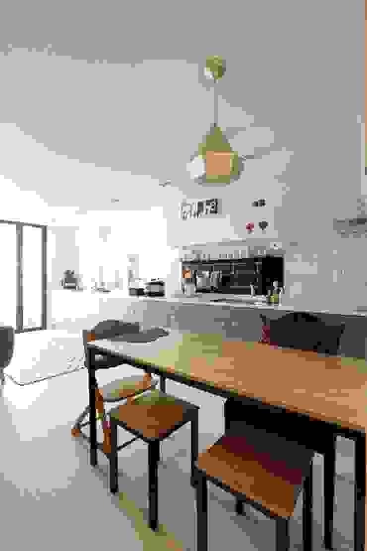 공간구성 알차게 꾸민 작은집인테리어_월계동 삼호아파트 모던스타일 다이닝 룸 by 더집디자인 (THEJIB DESIGN) 모던