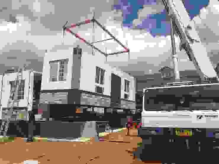 基地現場吊掛定位組合: 斯堪的納維亞  by 築地岩移動宅, 北歐風