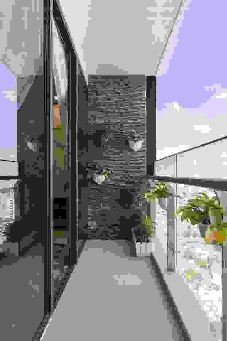 THỰC TẾ CĂN HỘ VINHOMES GOLDEN RIVER – 3-Bedroom Apartment Hành lang, sảnh & cầu thang phong cách hiện đại bởi ICON INTERIOR Hiện đại