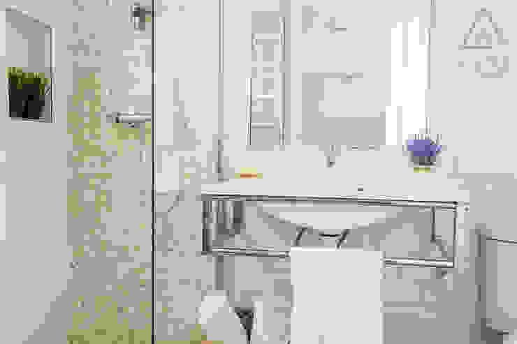Home Staging apartamento alquiler turístico, Madrid. Byta Espacios Baños de estilo escandinavo