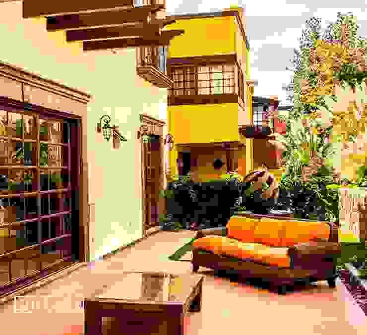 VillaSi Construcciones Balcones y terrazas rústicos