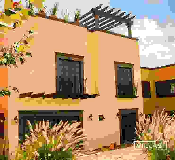 Fachada posterior VillaSi Construcciones Casas rústicas