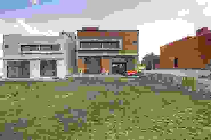 Gran espacio Jardines modernos de VillaSi Construcciones Moderno