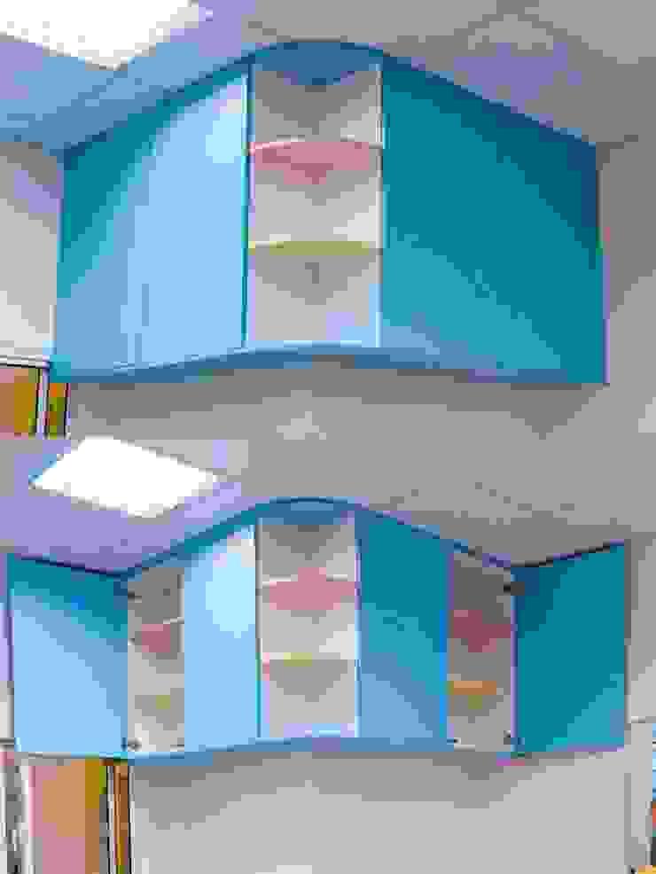 教室收納吊櫃: 斯堪的納維亞  by 藏私系統傢俱, 北歐風