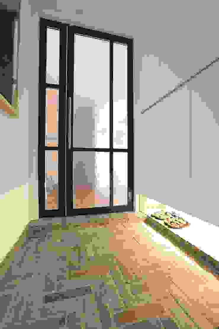 미니멀 라이프를 위한 신혼집 인테리어_행신동 뜨란채 26평 모던스타일 복도, 현관 & 계단 by 더집디자인 (THEJIB DESIGN) 모던