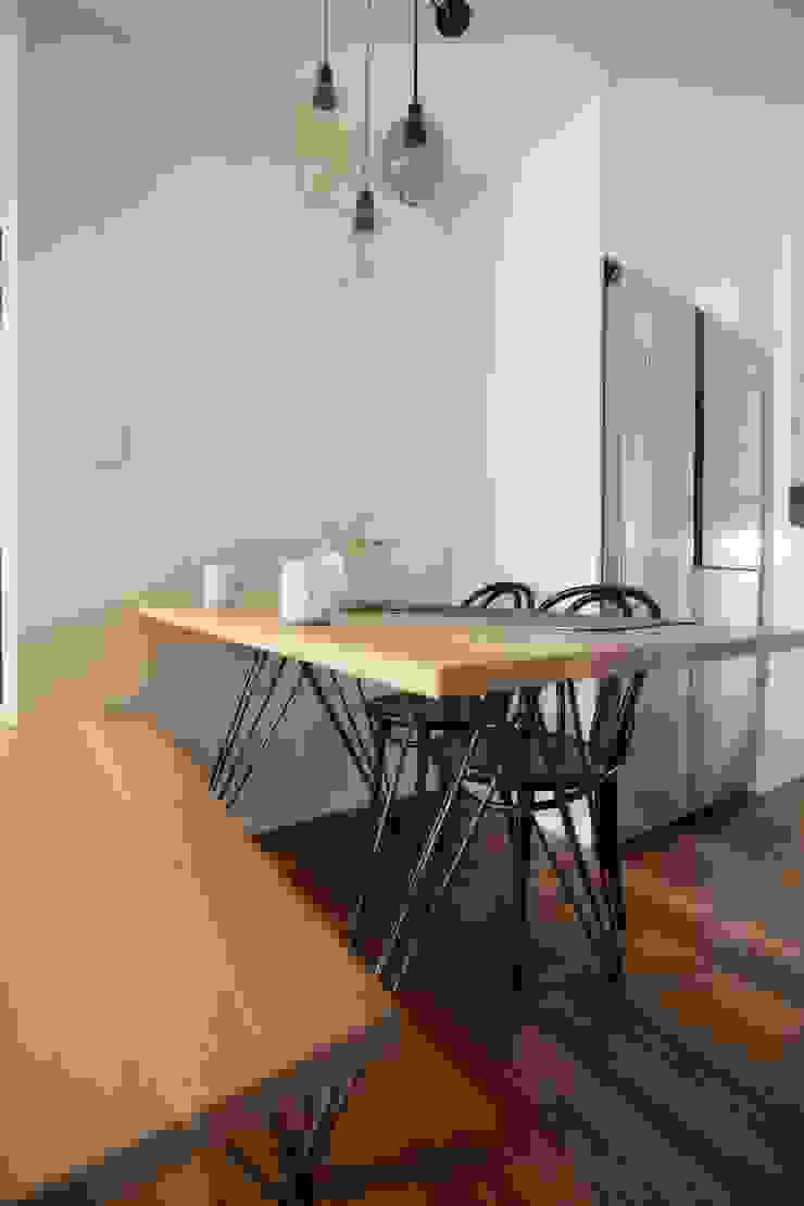 미니멀 라이프를 위한 신혼집 인테리어_행신동 뜨란채 26평 모던스타일 다이닝 룸 by 더집디자인 (THEJIB DESIGN) 모던