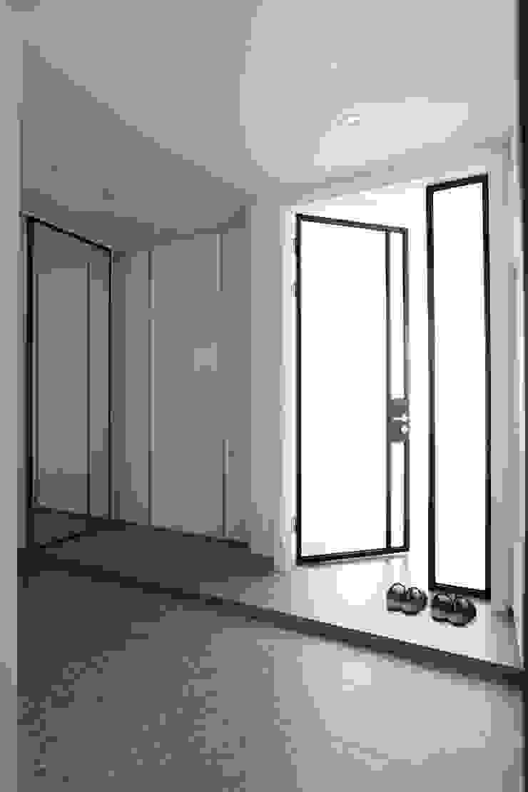 단순한 것이 아름답다_판교힐스테이트인테리어 더집디자인 (THEJIB DESIGN) 모던스타일 복도, 현관 & 계단